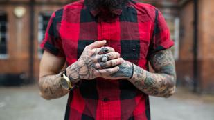 Nem akar katona lenni? Tetováltasson a kézfejére, vagy növesszen harcsabajuszt!