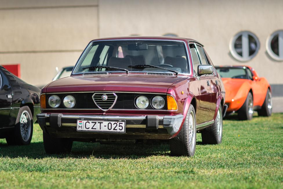 Az Alfa Romeo Alfa 6 orrába elég könnyű belelátni a BMW E23-at, de ezzel valószínűleg vérig lehet sérteni egy olaszt. Az 1979-86 között gyártott hathengeres ennek ellenére tökéletesen hozza az olasz luxust.