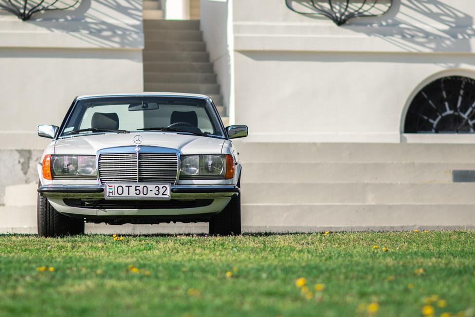 Mivel objektív autós újságírás nincs, le merem írni: az idén negyven éves Mercedes W123 a vlág legjobb autója.