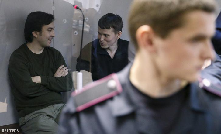 Alekszandr Alekszandrov és Jevgenyij Jerofejev a kijevi bíróságon, 2016. április 18-án.