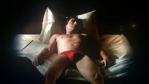Elárverezik Fox Mulder piros alsógatyáját