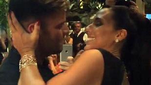 90 ezer dollárt fizetett, hogy csókolózhasson Ricky Martinnal