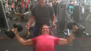 Együtt gyúr Arnold Schwarzenegger és Conan-hasonmás fia