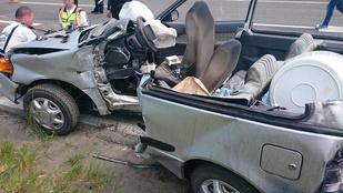 Oszlopnak hajtott egy autó az M3-as bevezető szakaszán
