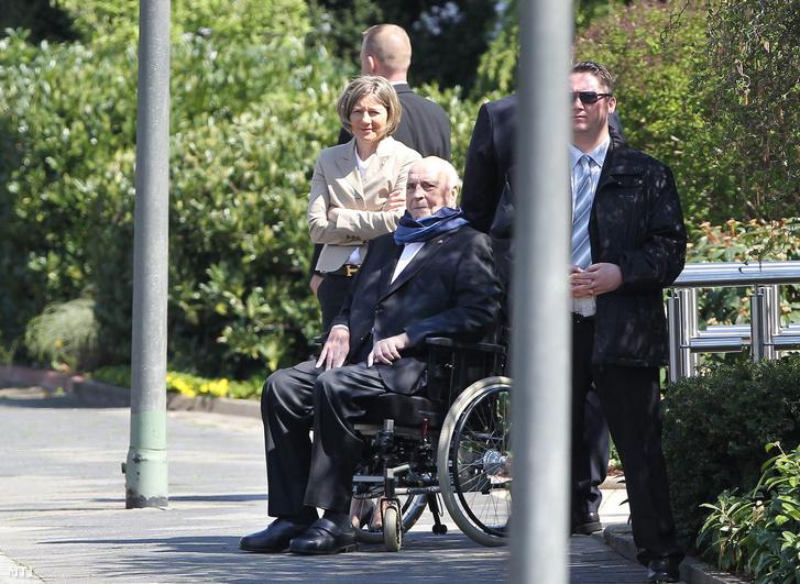 Helmut Kohl egykori német kancellár (k) és felesége Maike Kohl-Richter
