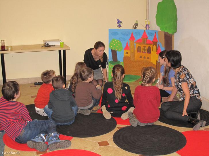 Csoportos családi foglalkozás az óbudai Tág Világ Iskolában