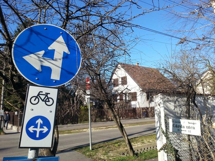 Egyirányú utca, kétirányú kerékpáros forgalommal Sashalmon