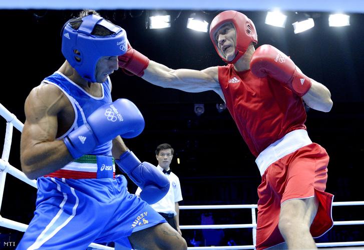 Káté Gyula (pirosban) bokszol az olasz Vincenzo Mangiacapre ellen a 2012-es londoni nyári olimpián.