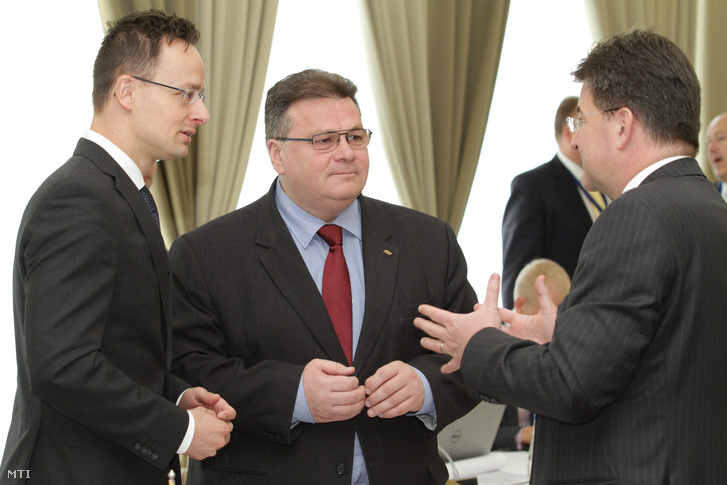 Szijjártó Péter külgazdasági és külügyminiszter Linas Linkevicius litván és Miroslav Lajcák szlovák külügyminiszter a visegrádi a balti és a skandináv országok külügyminisztereinek tanácskozásán.