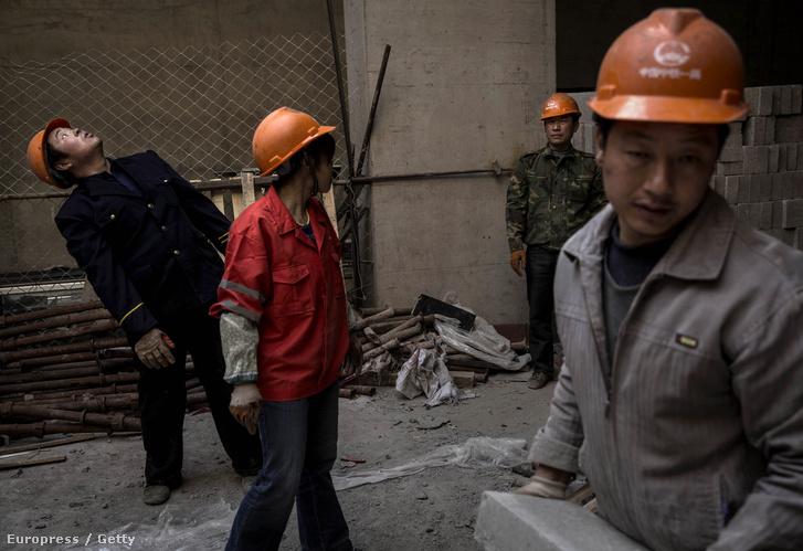Munkások egy pekingi építkezésen