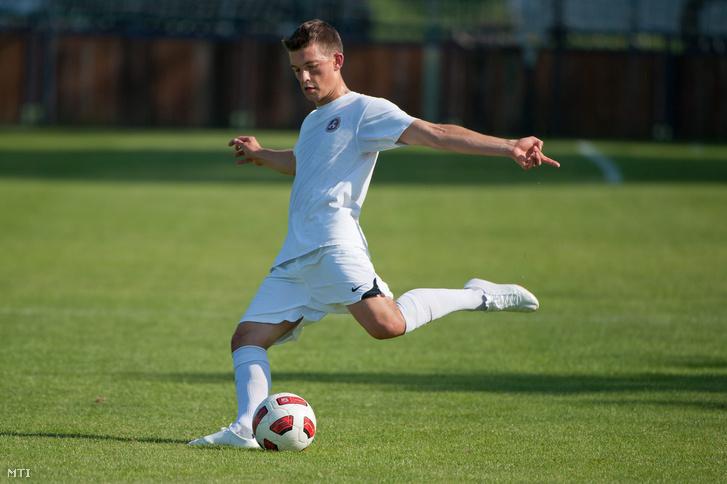 2011. augusztus 3. Orbán Gáspár a Videoton Puskás Akadémia labdarúgója az Újpest B elleni felkészülési mérkőzés előtt Felcsúton.