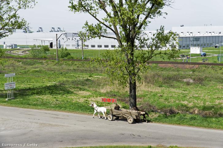 Lovasszekér a Skoda ukrán összeszerelő üzeme előtt.