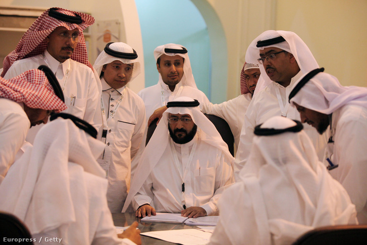 Szavazatszámláló bizottság a szaudi választások idején, 2015-ben.