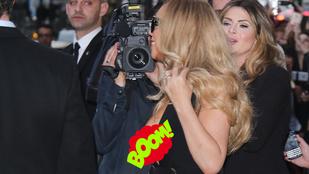 Mariah Carey elfelejtette felhúzni a ruháját, kicsúszott a melltapasza