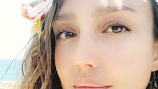 Jessica Alba lehetetlenül kerek feneke Hawaii-on járt