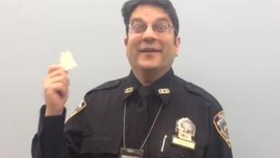 Rendőrök, akik először esznek pászkát