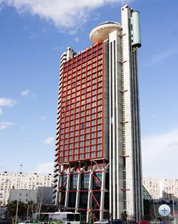 A toronyszálló, ufóval