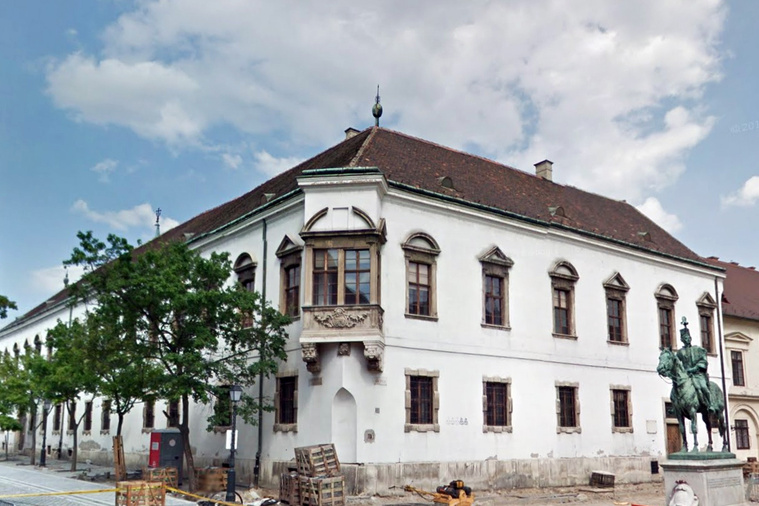 A régi budai városháza az Úri utcában.