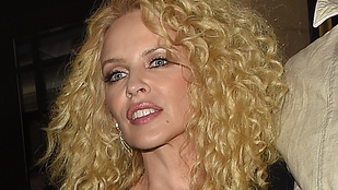 Kylie Minogue feje tiszta 80-as évek
