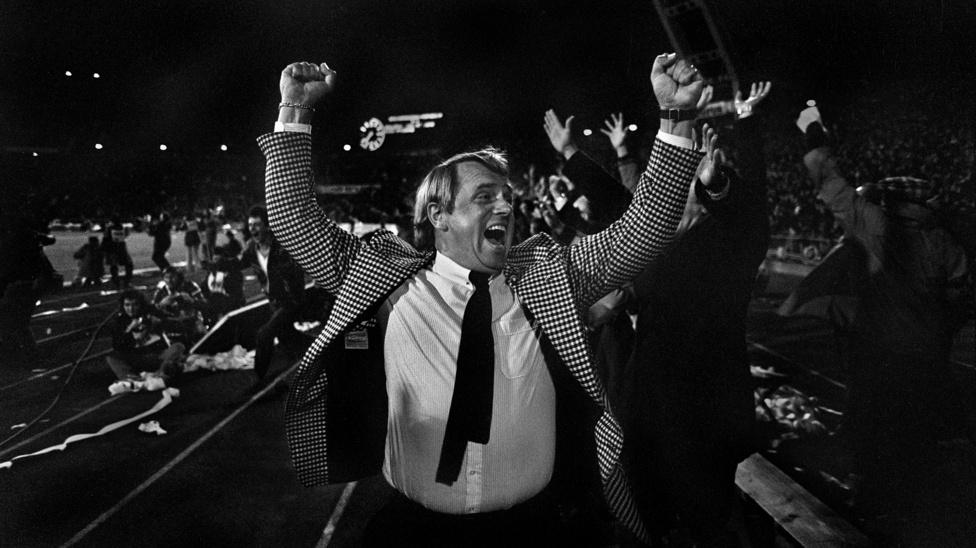 1981.10.31.                         Mészöly Kálmán szövetségi kapitány öröme. Magyarország  Norvégia: 4-1.