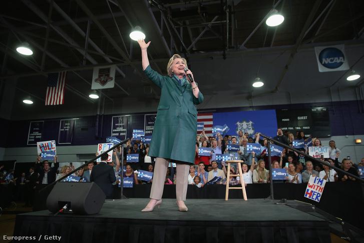 Hillary Clinton kamánykörútjának connecticuti állomásán, 2016. április 24-én.
