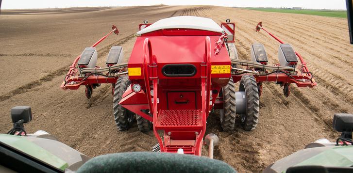 Ez látszik, ha a traktorból hátranézünk