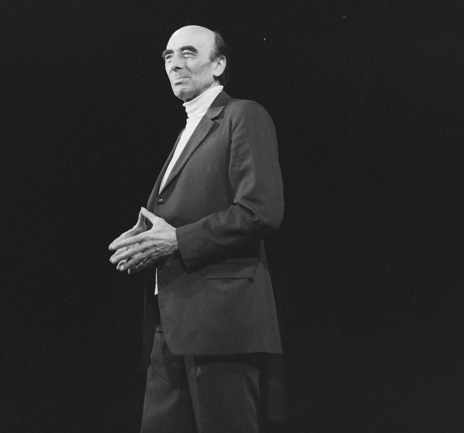 1972: Major Tamás.                         Major Tamás is részt vett az 1972/73-as, Petőfi Sándor munkásságának szentelt évad műsorainak összeállításában. A Balassi Bálint Szavalókör háromrészes Petőfi-napokat tartott, felléptek az országos irodalmi színpadi és irodalmi szavalóverseny legjobbjai. A következő évadot Csokonai munkásságának szentelték, ekkor újították fel az Universitas 1965-ös nagysikerő Az özvegy Karnyóné című előadását.