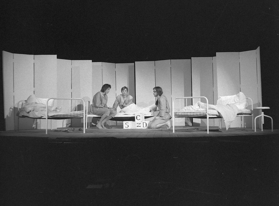 1973: Molnár István, Csizmadia Tibor és Ács János Moretti: Három majom a pohárban című színdarabjában.