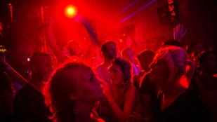 Barátjával szeretkezett a Balaton partján, mielőtt megerőszakolták a 17 éves lányt