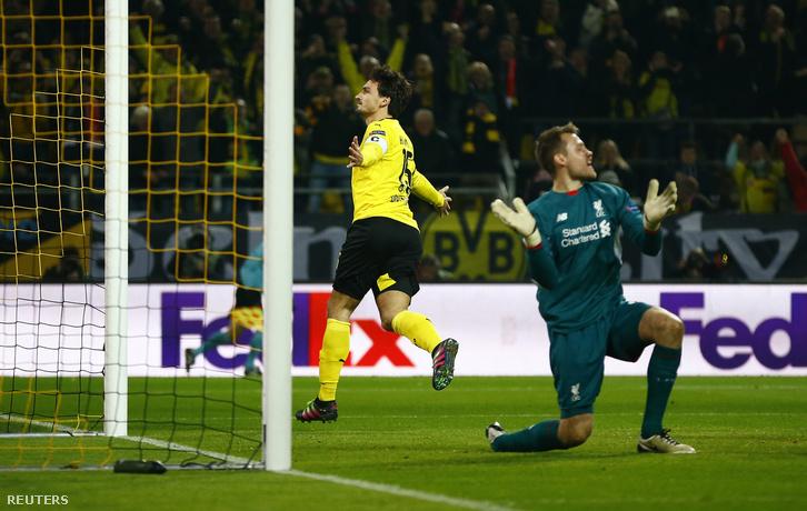Mats Hummels a Liverpool elleni Európa-Liga negyeddöntőn, gólja után.