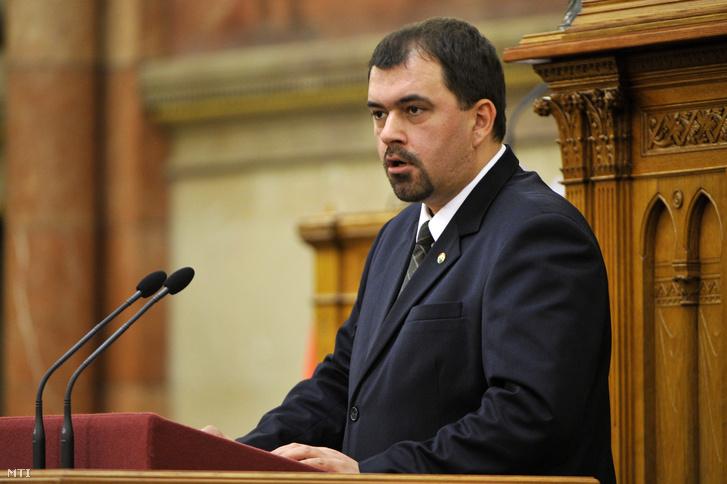 Szávay István az Országgyûlés plenáris ülésén