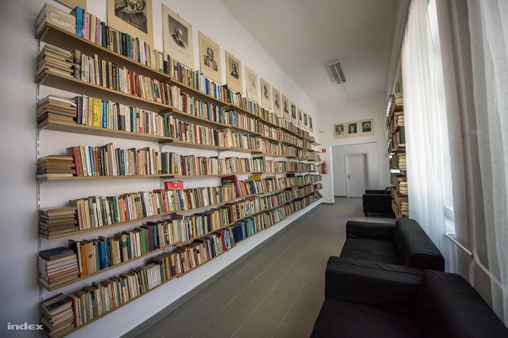 A John Henry Newman Oktatási Központ könyvtárterme