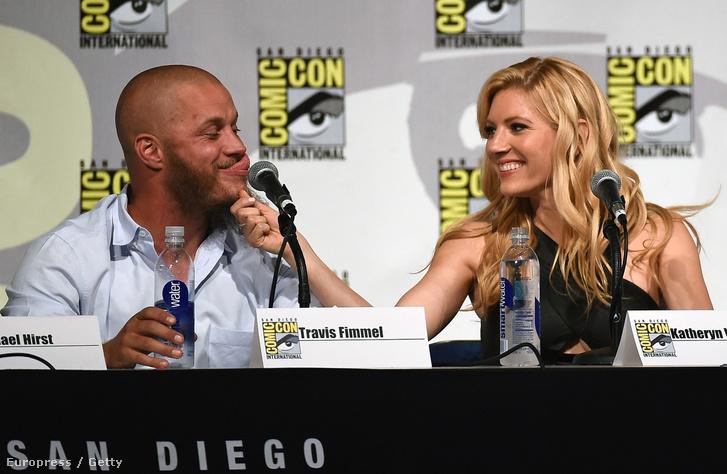 Winnick és a Vikingek-sorozatban a férjét alakító Travis Fimmel a Comic Conon.
