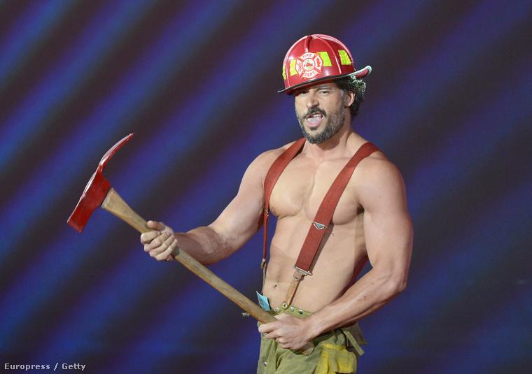 A szexi tűzoltó szerepében itt Joe Manganiello