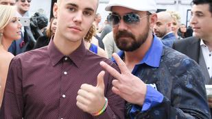 Justin Bieber stricis eljegyzési bulit csapott az apjának