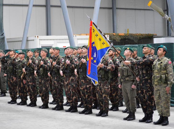 A magyar kontingens egy része a szarajevói Burmir EUFOR-bázison