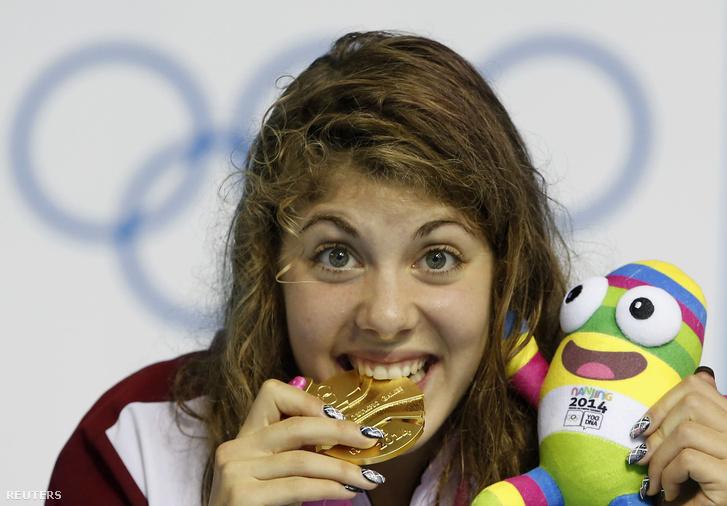 Szilágyi Liliána a nankingi ifjúsági olimpia női 100 méteres pillangóúszásának eredményhirdetésén 2014. augusztus 22-én.