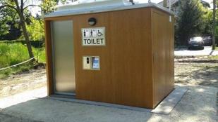 Ezt nézze, milyen szép ez a csepeli vécé!