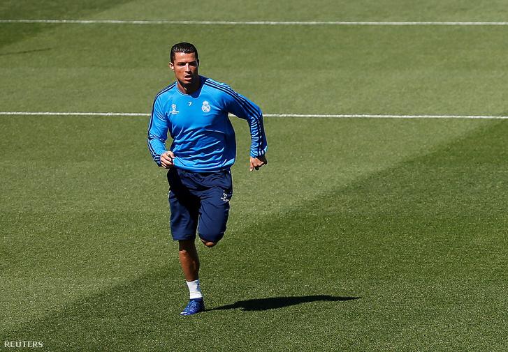 Cristiano Ronaldo a keddi edzésen is beleadott mindent
