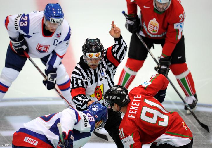 A 2009-es A csoportos vb elődöntőjének egyik bulija a szlovákokkal