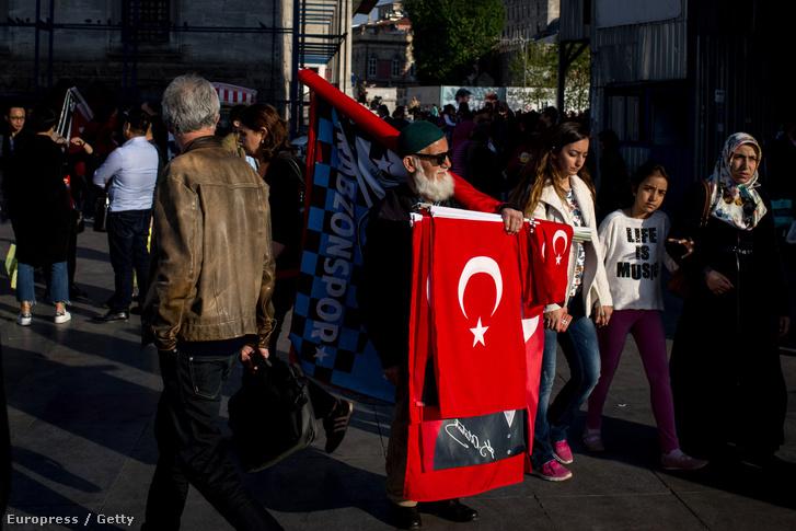 Zászló árus Isztambulban
