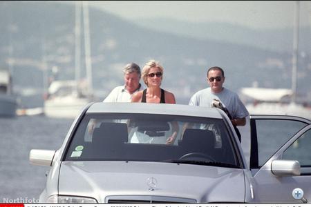 Az egyik első közös kép Diana hercegnőről és Dodi Al Fayedről alig egy héttel haláluk előtt St Tropez-ban