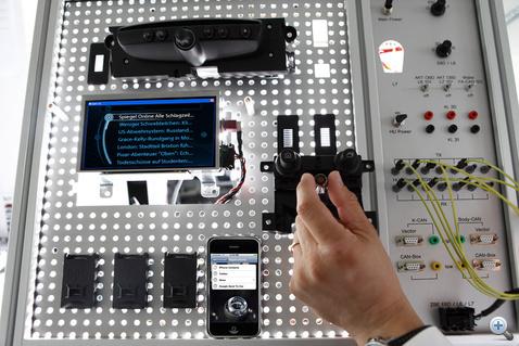 Ilyen paneleken fejlesztik és mutogatják a Mini új elektronikáit