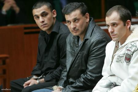 Az 1. a 2. és  3. rendű vádlottak hozzájárultak arcképük közzétételéhez