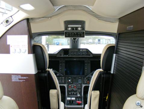 A halk és komfortos pilótafülke