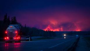 Lesújtó, de fantasztikus képek a brutális kanadai erdőtűzről