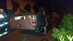 Két személyautó ütközött, az egyikből kirepült egy ember