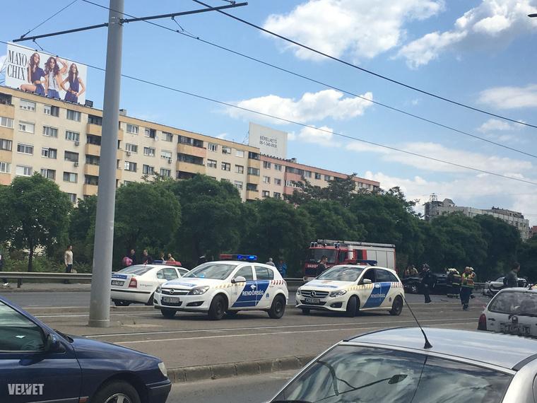 Súlyos autóbaleset történt az Árpád hídon