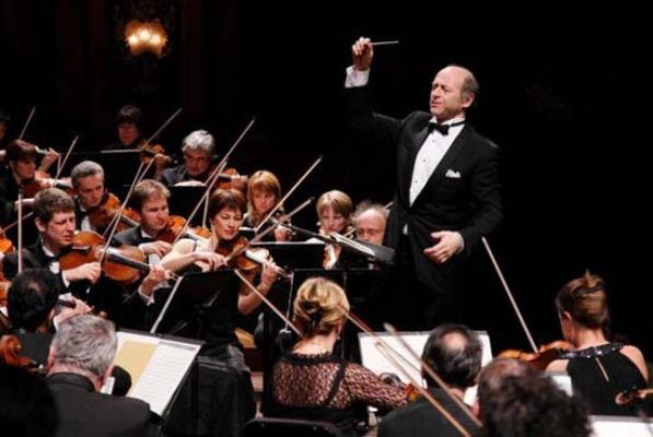 Fischer Iván a Budapesti Fesztiválzenekar élén