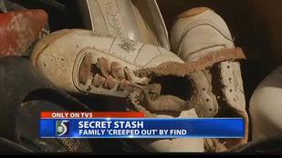 Akkorát nagytakarítottak, hogy találtak egy falnyi cipőt